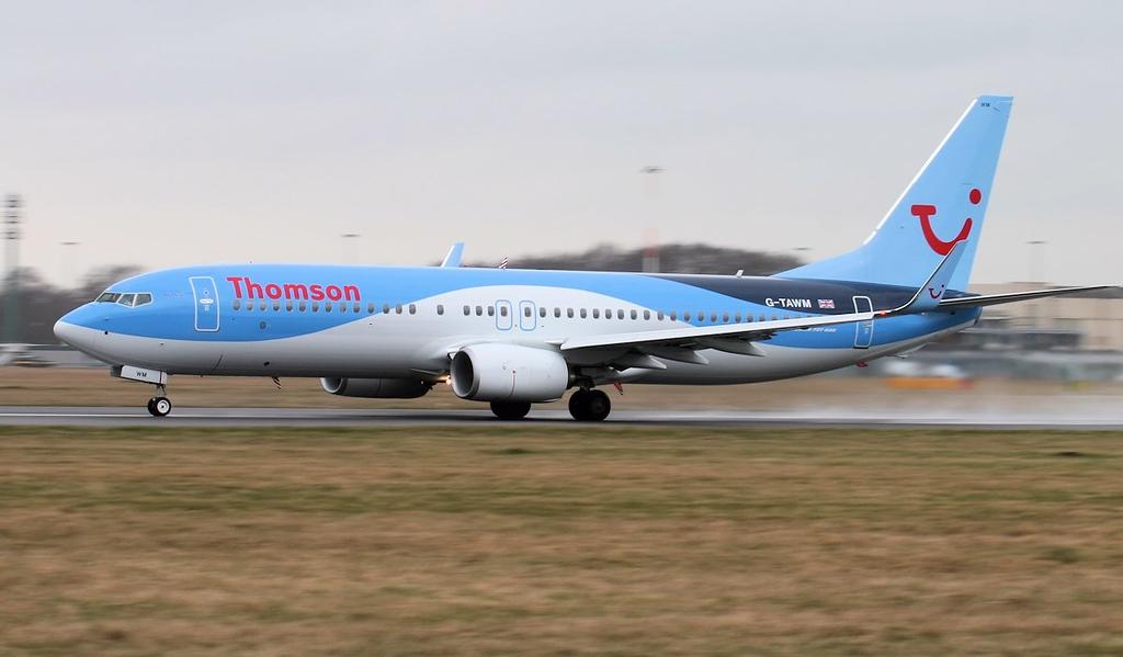 Thomson Airways 737-800 G-TAWM.<br /> By Jim Calow.