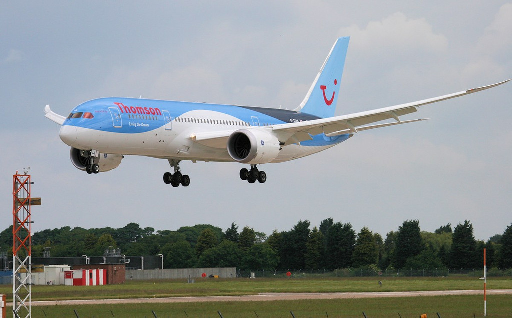 Thomson Airways 787-800 G-TUIA arrives from Prestwick.<br /> By Jim Calow.