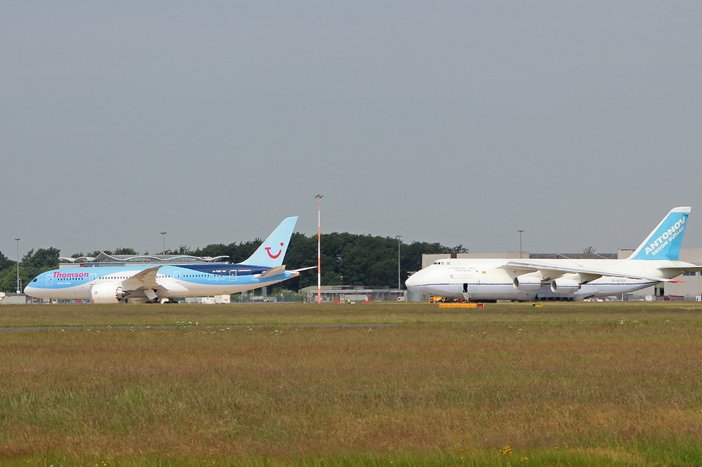 Thomson Airways 787-800 G-TUIC taxis onto the apron to park on stand 1A.<br /> By Clive Featherstone.