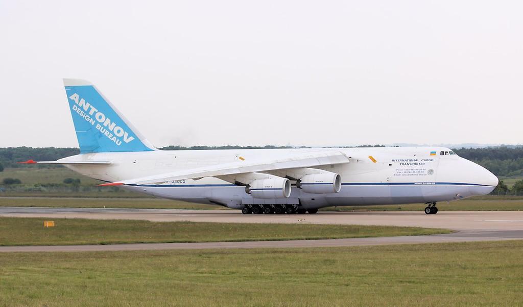 Antonov Design Bureau An-124-100 UR-82009.<br /> By Correne Calow.