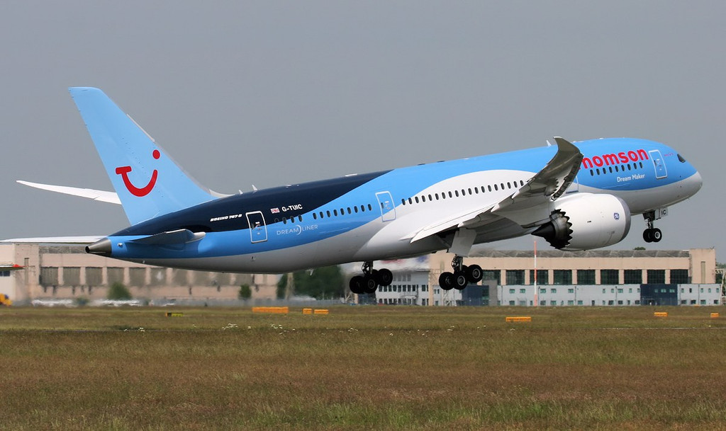 Thomson Airways 787-800 G-TUIC.<br /> By Jim Calow.