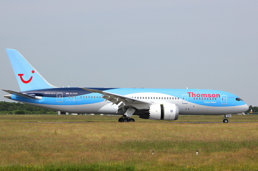 Thomson Airways 787-800 G-TUIC.<br /> By Clive Featherstone.