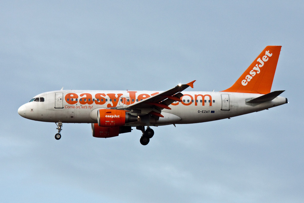 EasyJet A319, G-EZAT<br /> By David Bladen.