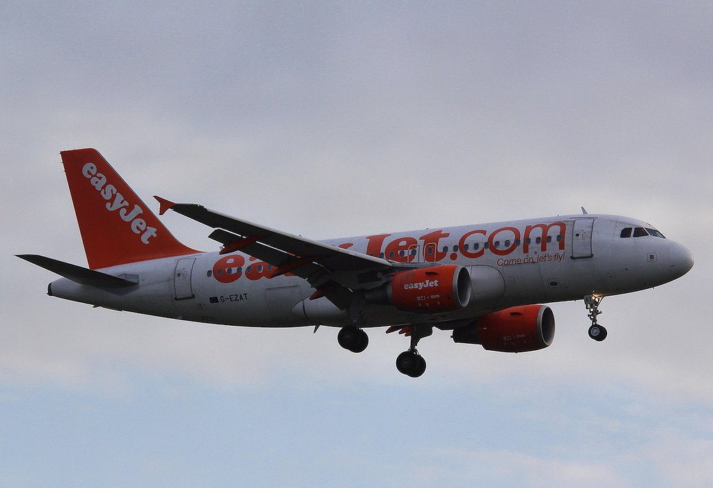 EasyJet A319, G-EZAT<br /> By Correne Calow.