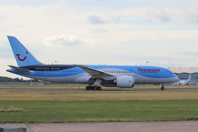 Thomson Airways 787-800 G-TUID back tracks along the runway.<br /> By Clive Featherstone.