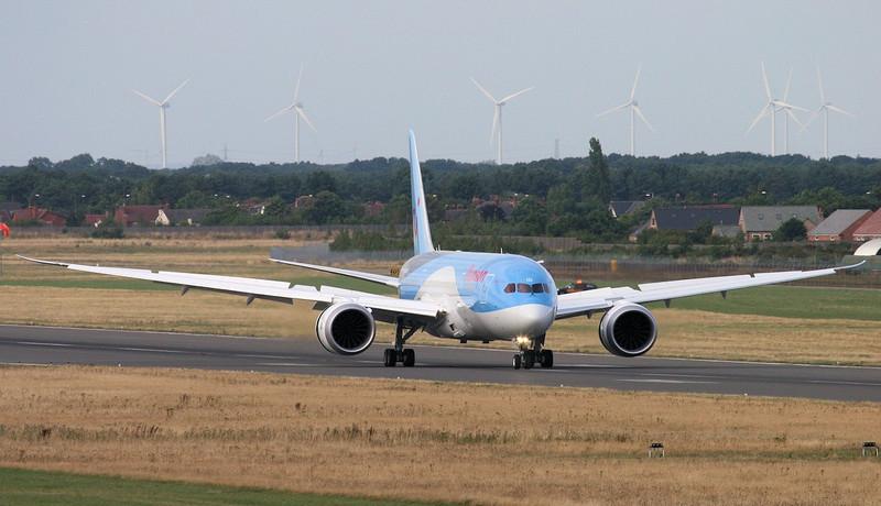 Thomson Airways 787-800 G-TUID.<br /> By Jim Calow.