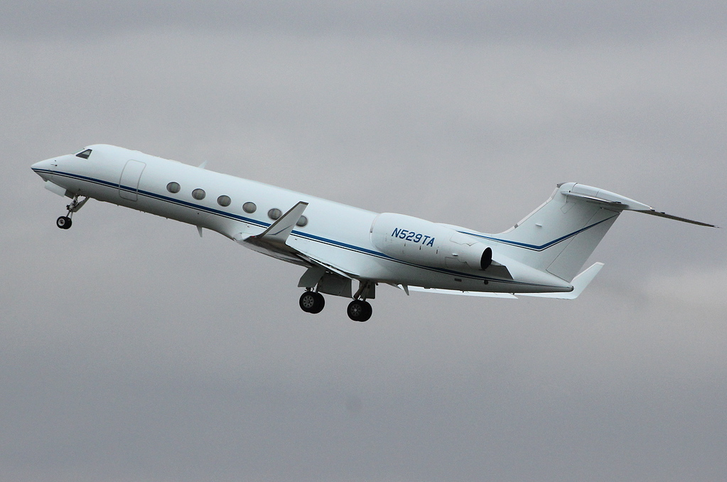 Gulfstream V,  N529TA<br /> By Clive Featherstone.