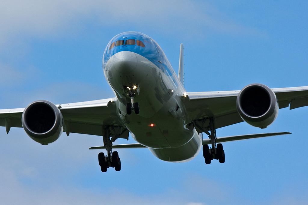 Thomson Airways 787-800, G-TUIC<br /> By David Bladen.