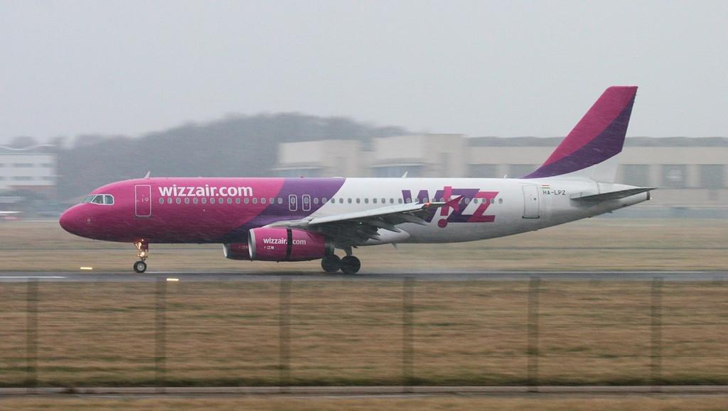 Wizz Air A320 HA-LPZ.<br /> By Jim Calow.