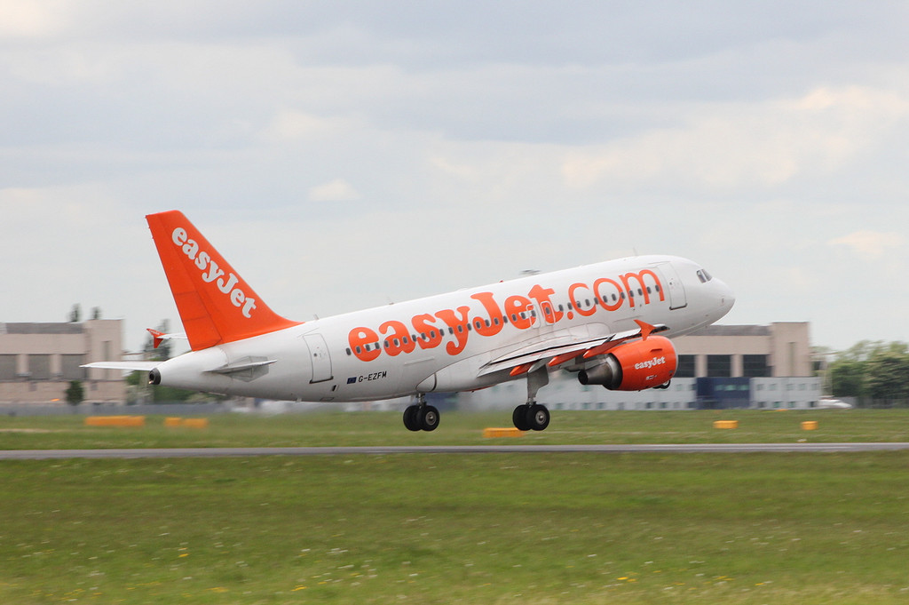 Easyjet A319 G-EZFM.<br /> By Clive Featherstone.