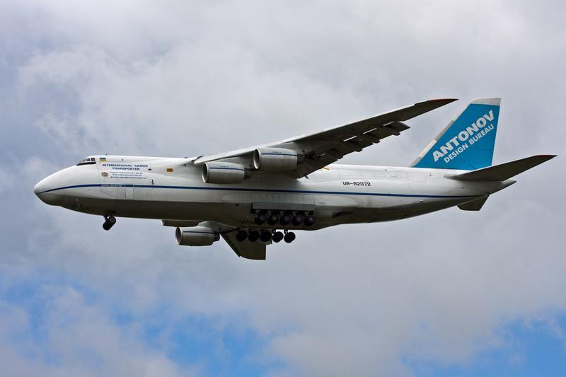 Antonov Design Bureau An124-100, UR-82072........on finals for 20<br /> By David Bladen.