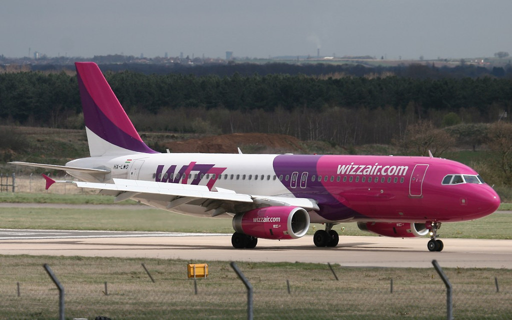 Wizz Air A320, HA-LWO.<br /> By Jim Calow.