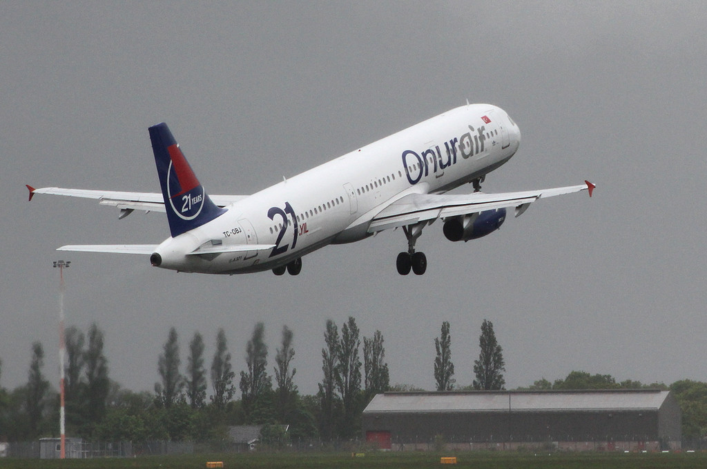 Onur Air A321, TC-OBJ <br /> By Clive Featherstone.
