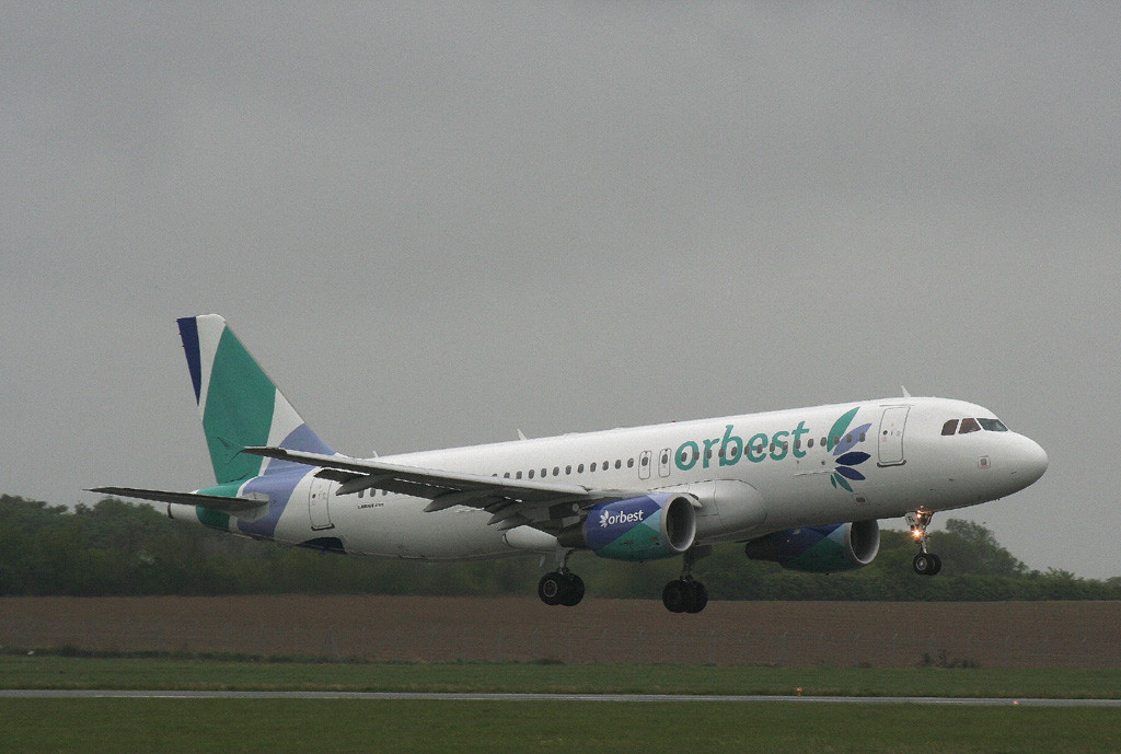 Orbest Airlines A320, CS-TRL <br /> By Grahm Vlacho.