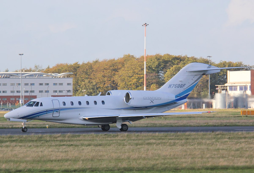 Then N750GF does a touch 'n' go before departing to Gloucester<br /> By Correne Calow.
