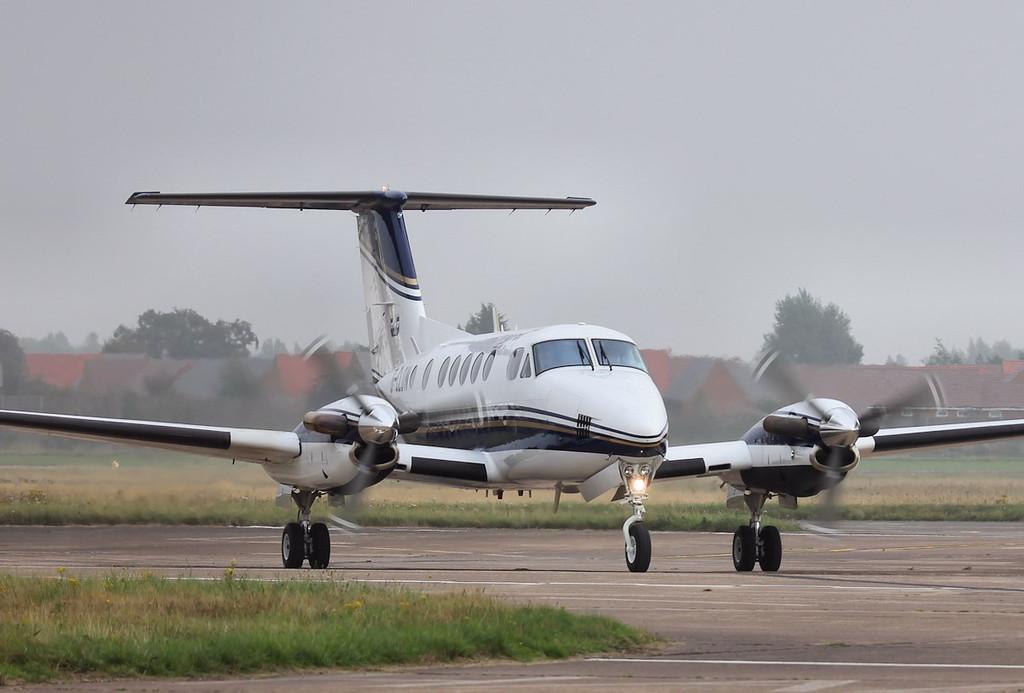 Beech B200 Super King Air, G-CLOW..<br /> By Steve Roper.