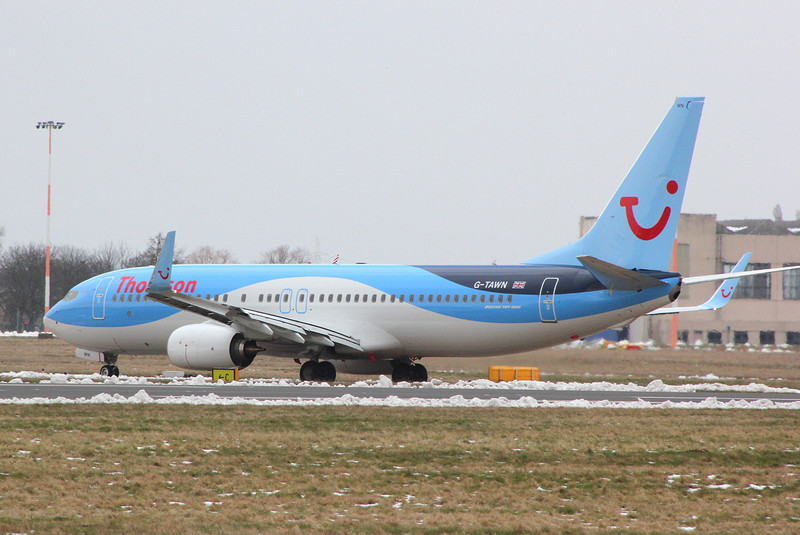Thomson Airways 737-800, G-TAWN.<br /> By Clive Featherstone.