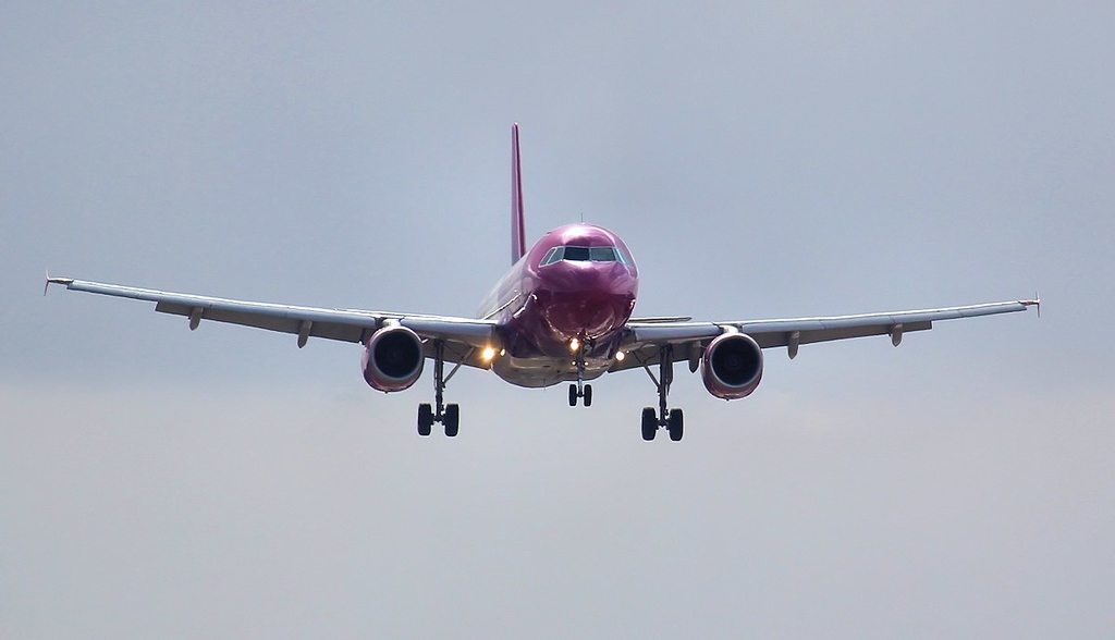 Wizz Air A320 HA-LPL on approach to rnwy 02.<br /> By Jim Calow.