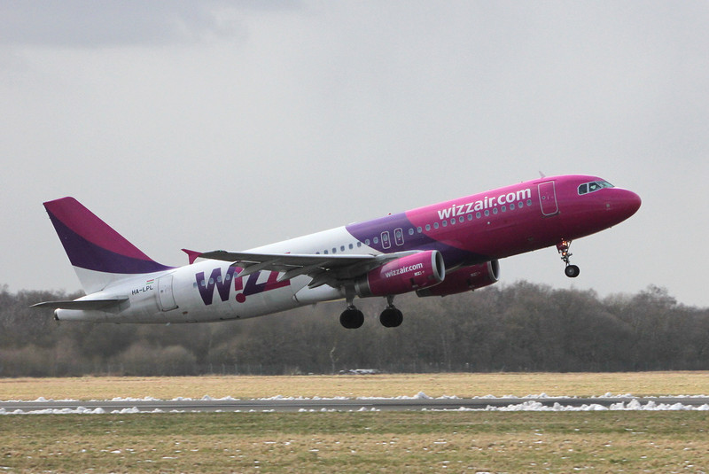 Wizz Air A320, HA-LPL.<br /> By Clive Featherstone.