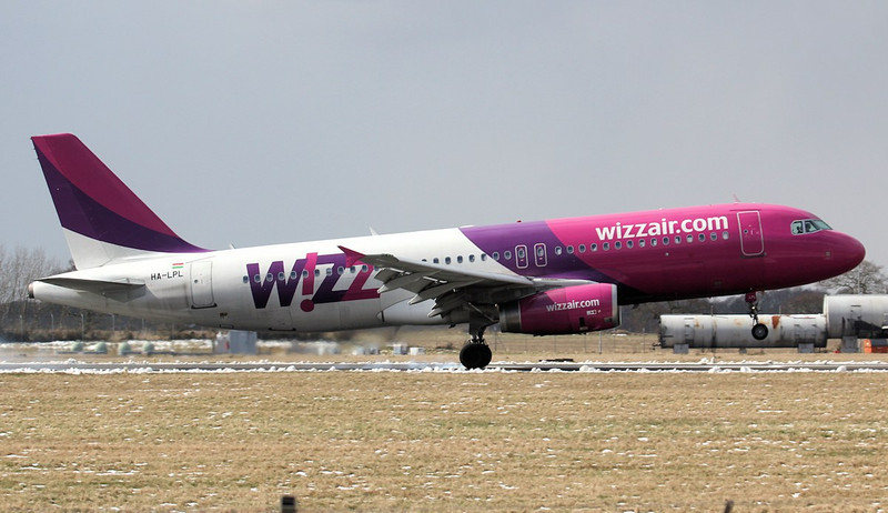 Wizz Air A320 HA-LPL.<br /> By Jim Calow.
