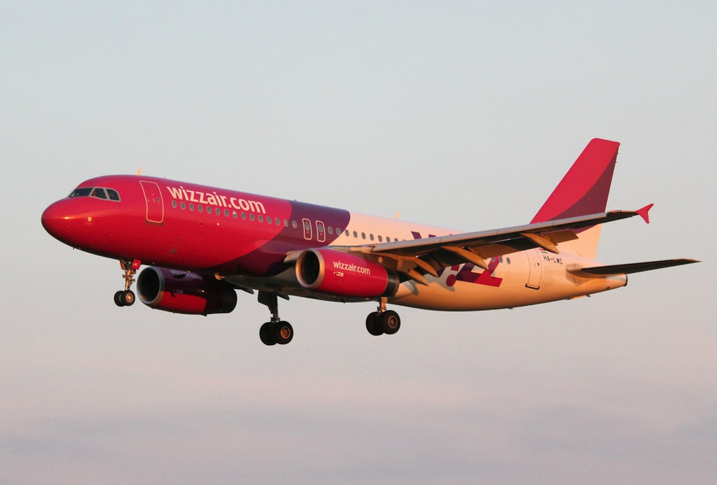 Wizz Air A320, HA-LWC<br /> By Correne Calow.