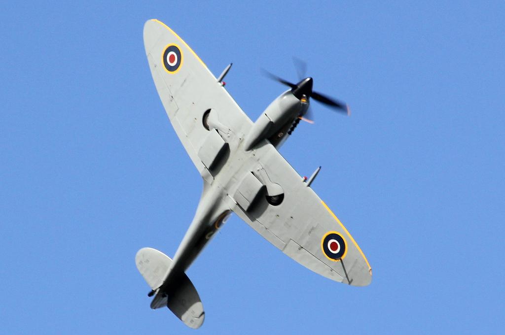 Spitfire LFXVIe, TD248 (G-OXVI).<br /> By Clive Featherstone.
