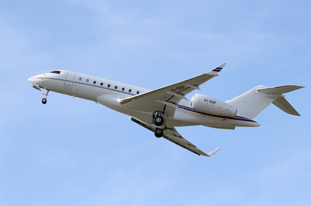 Bombardier Global 6000, EI-SSF<br /> By Clive Featherstone.
