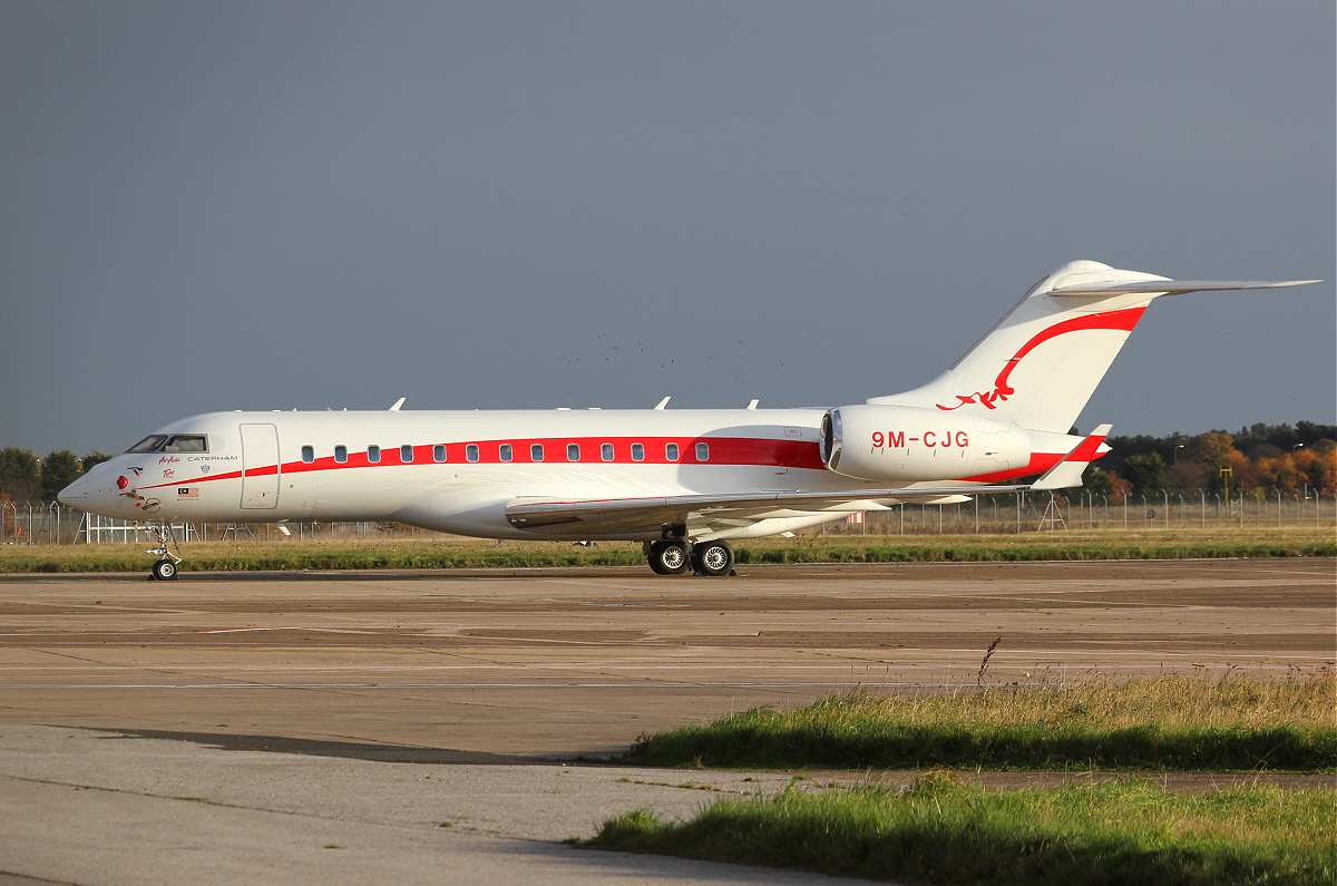 Bombardier BD-700-1A10 Global Express, 9M-CJG.<br /> By Clive Featherstone.