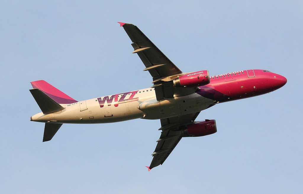Wizz Air A320, HA-LPZ<br /> By Correne Calow.