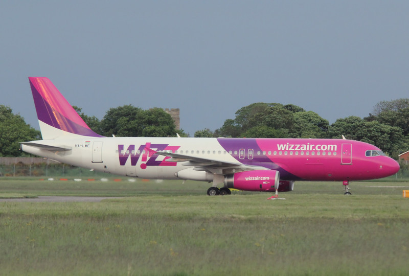 Wizz Air A320, HA-LWE<br /> By Correne Calow.