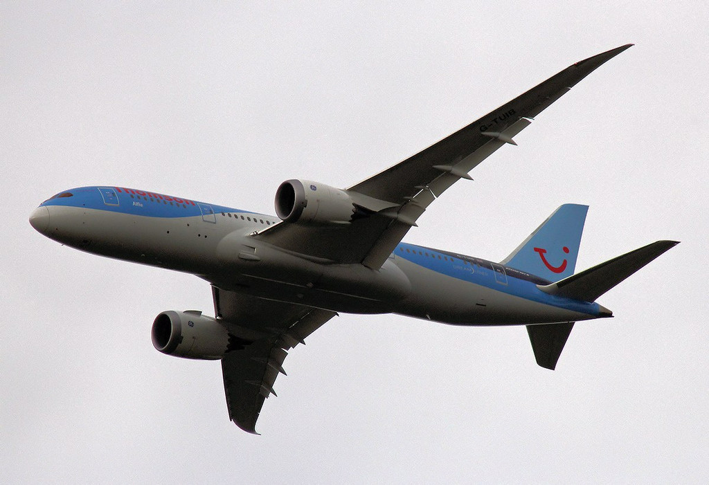 Thomson Airways 787-800, G-TUIB  <br /> By Graham Vlacho.