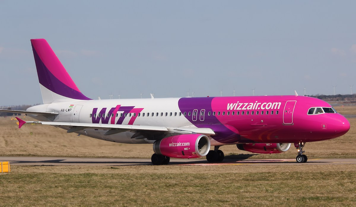 Wizz Air A320-232, HA-LWP<br /> By Correne Calow.