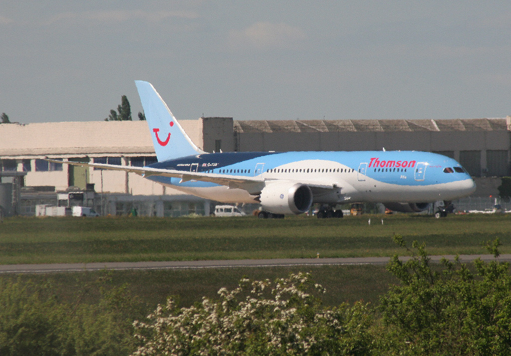 Thomson Airways 787-800, G-TUIB <br /> By Graham Vlacho.