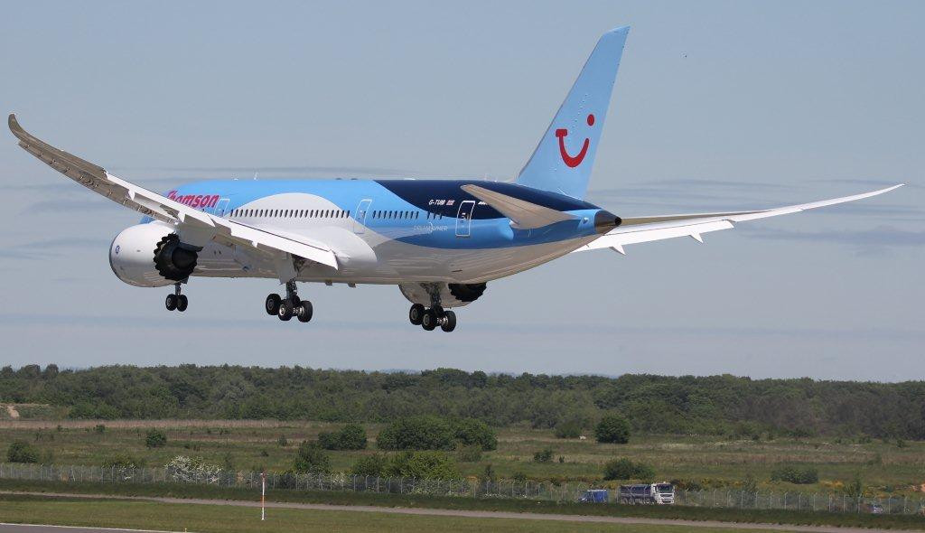 Thomson Airways 787-800, G-TUIB<br /> By Steve Roper.