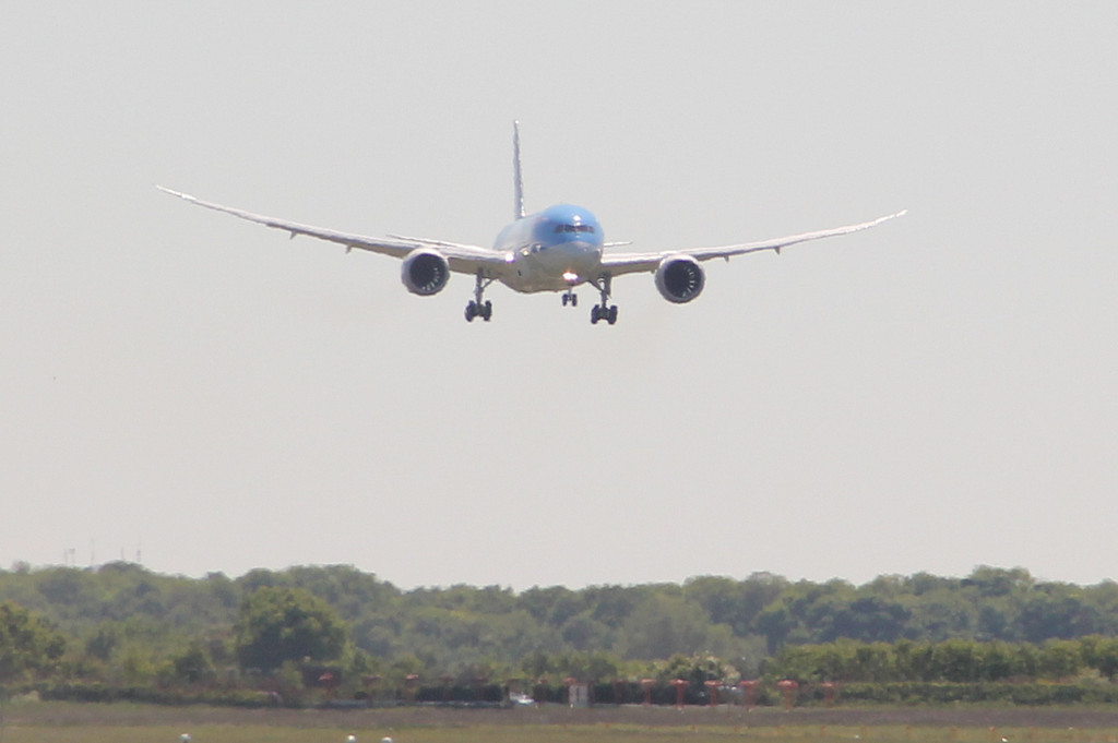 Thomson Airways 787-800, G-TUIB from Old Bawtry Road<br /> By Clive Featherstone.