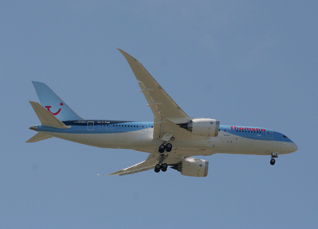 Thomson Airways 787-800, G-TUIB heads to the airfield<br /> By Graham Vlacho.