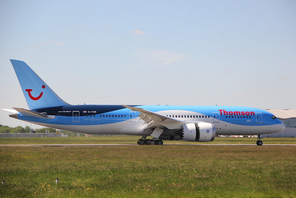 Thomson Airways 787-800, G-TUIB <br /> By Clive Featherstone.