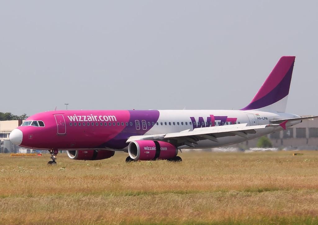 Wizz Air A320, HA-LPN<br /> By Correne Calow.