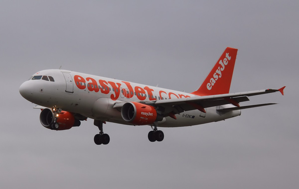 easyJet A319, G-EZNC<br /> By Correne Calow.