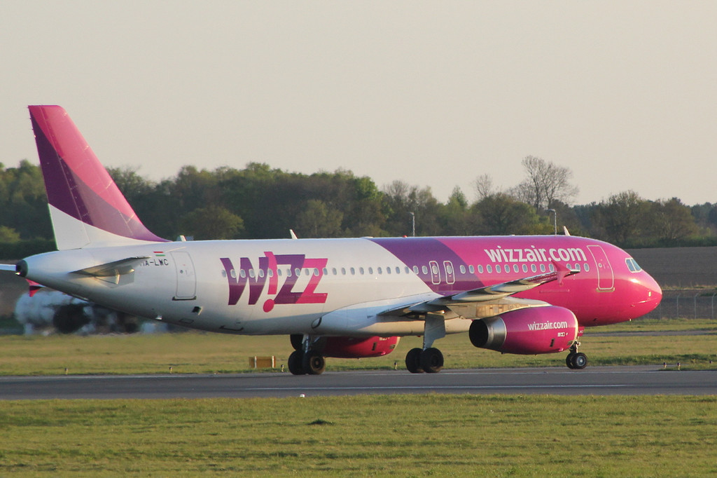 Wizz Air A320 HA-LWC.<br /> By Clive Featherstone.