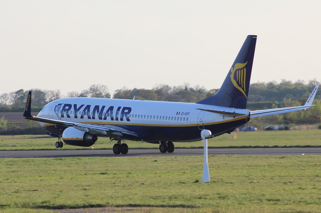 Ryanair 737-800 EI-EPF.<br /> By Clive Featherstone.