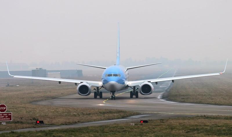 Thomson Airways 737-800 G-TAWK.<br /> By Jim Calow.