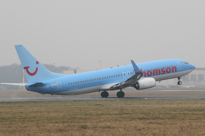 Thomson Airways 737-800 G-TAWD.<br /> By Clive Featherstone.