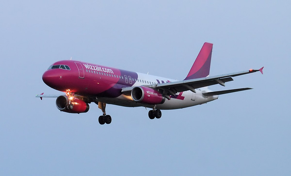 Wizz Air A320 HA-LWD on finals at 21:45<br /> By Jim Calow.