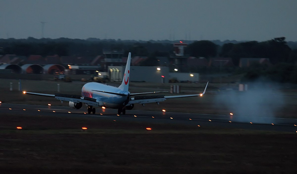 Thomson Airways 737-800, G-TAWA.<br /> By Jim Calow.