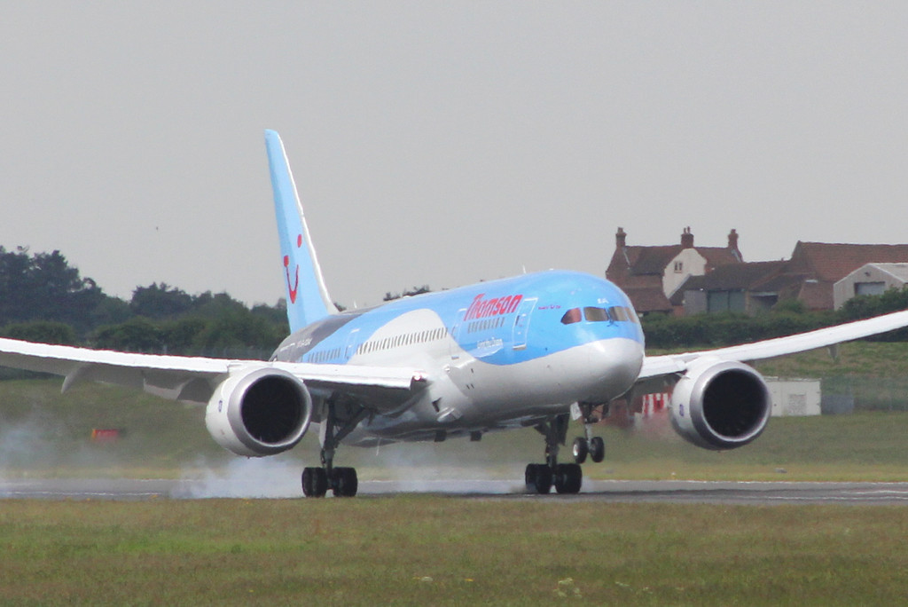 Thomson Airways 787-800 G-TUIA arrives at 09:50 from Prestwick.<br /> By Clive Featherstone.