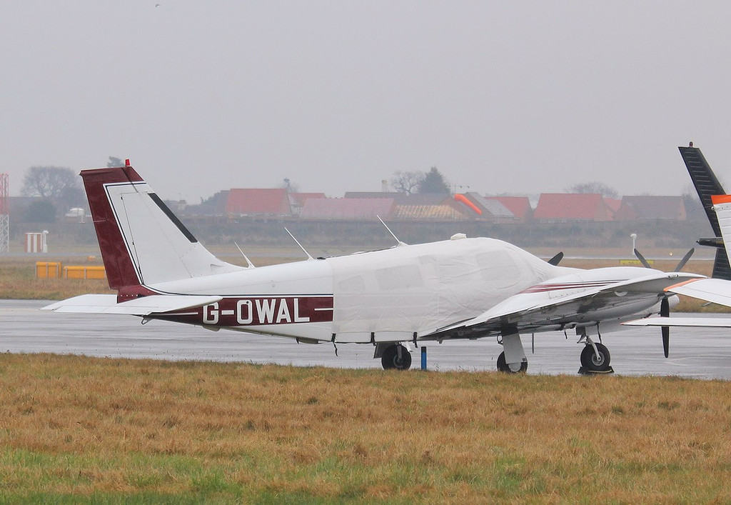 Piper PA-34-220T Seneca III, G-OWAL<br /> By Correne Calow.