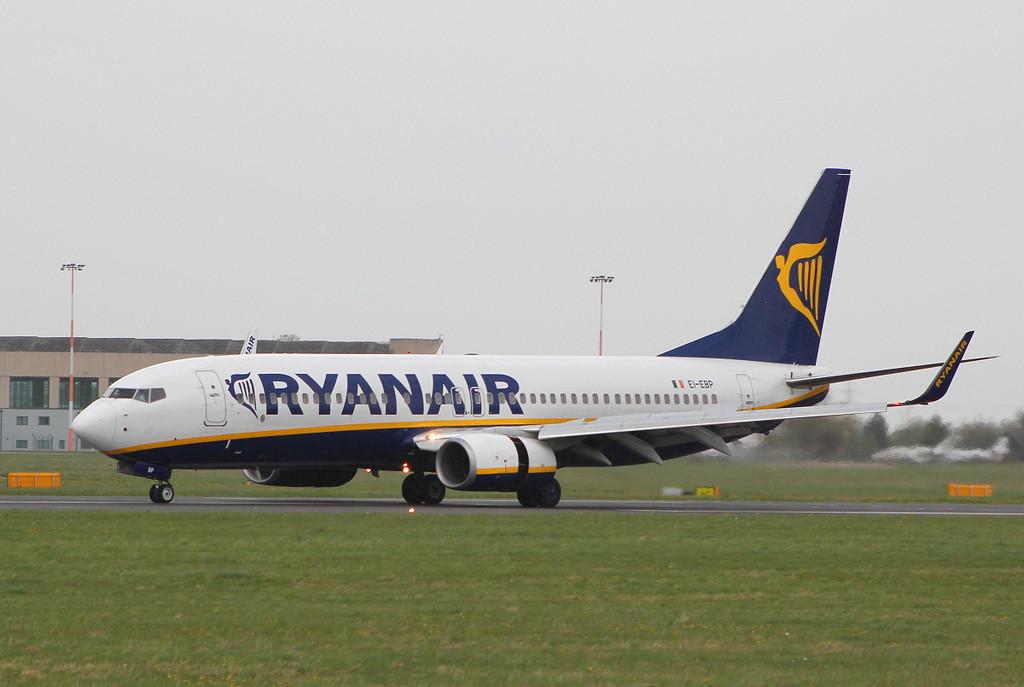 Ryanair B737-800, EI-EBP<br /> By Clive Featherstone.