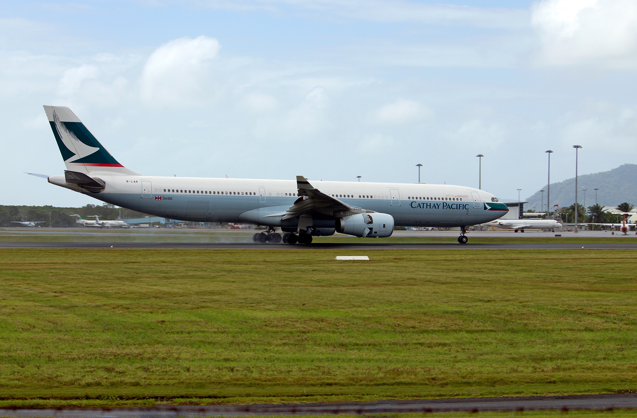 B-LAR CATHAY PACIFIC A330-300