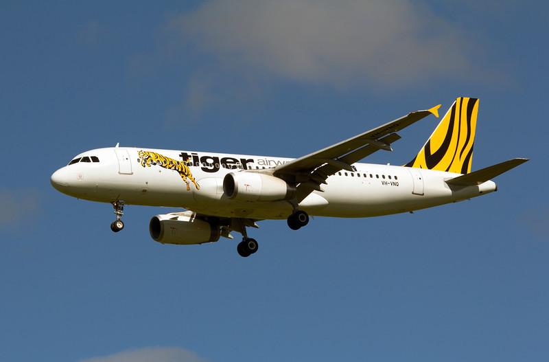 VH-VNQ TIGER A320
